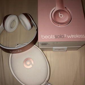 beats solo 2 wireless rose gold
